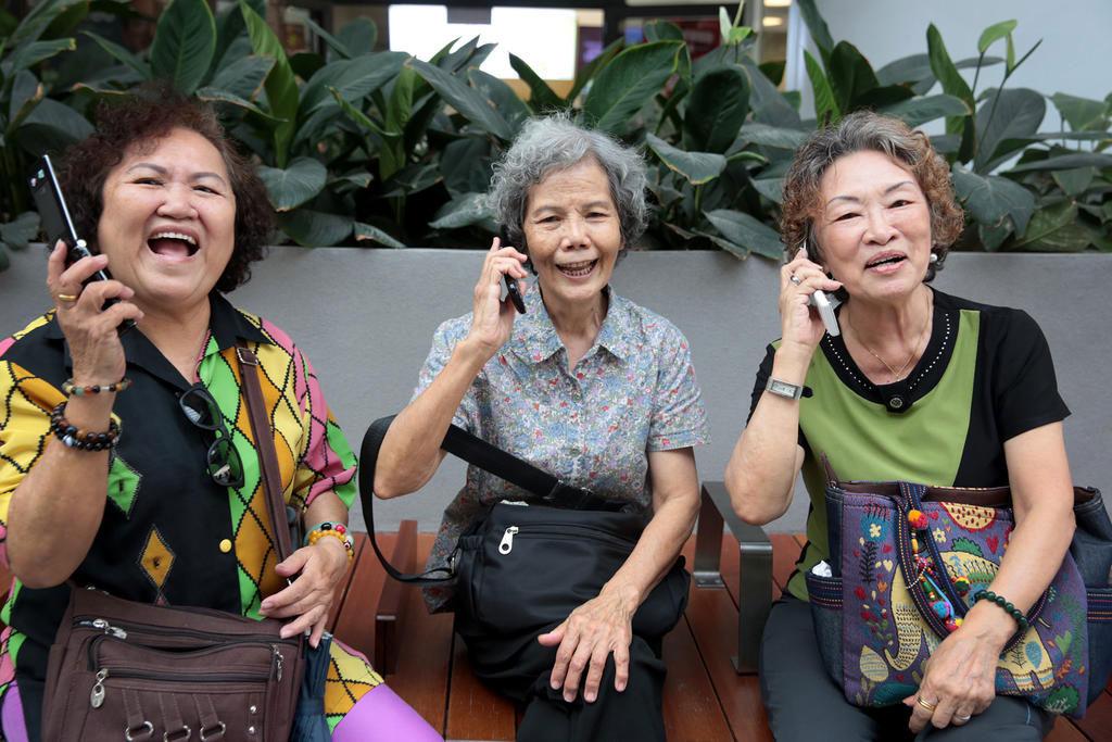 Rentnerinnen bei der Handynutzung, Quelle: Jason Quah/TODAY